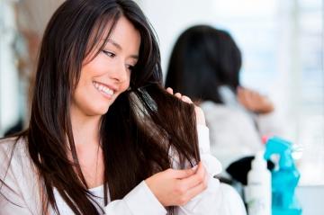 Як доглядати за фарбованим волоссям вдома